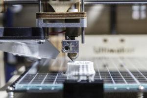 261 07 05 300x200 - Ali tehnologija veriženja blokov prihaja tudi v industrijo?